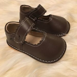 aef0d6ee36 Laniecakes Shoes - NWOT Brown Laniecakes Mary Janes Squeaky Shoes Sz7